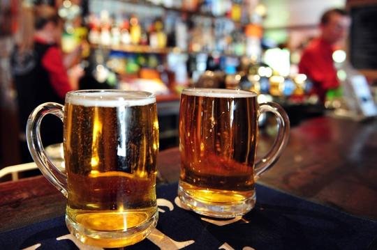 Kiếm nghìn tỷ từ sở thích uống bia của người Việt.