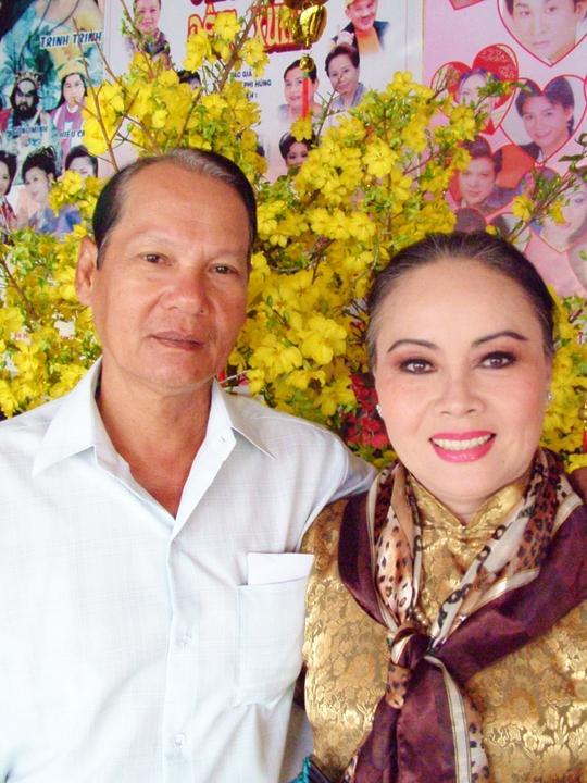 NSƯT Thanh Nguyệt và ông xã - NS Quốc Nhĩ