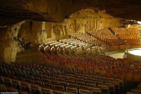 Nhà thờSt Samaan El Kharaz có thể chứa tới 10.000 người
