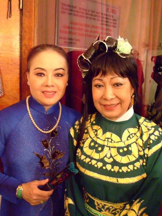 NSƯT Thanh Nguyệt và Ngọc Hương trong chương trình Sân khấu vàng