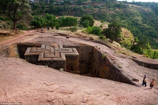 St George, Ethiopia: Nhà thờ nằm trong danh sách di sản của Unesco từ năm 1978. Được chạm khắc trong lòng những vách đá, nhà thờ còn có một hệ thống kiến trúc ngầm chằng chịt, phức tạp.