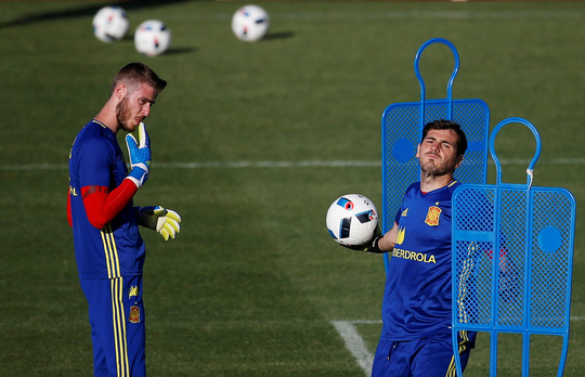De Gea có nguy cơ mất vị trí chính thức vào tay Iker Casillas nếu dính vào scandal hiếp dâm