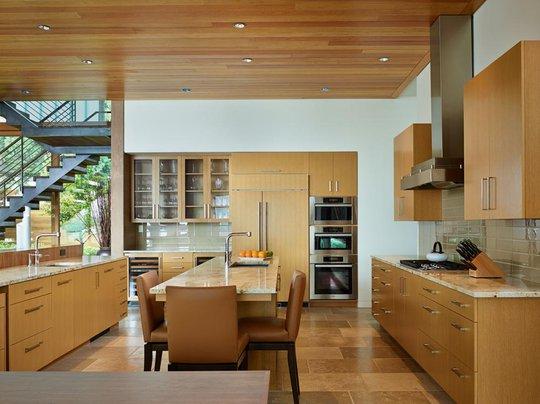 Nội thất phòng bếp sang trọng, hiện đại.