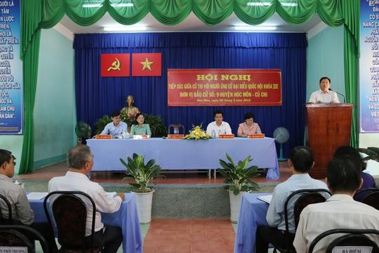 Ông Đinh La Thăng phát biểu, tiếp thu các ý kiến của cử tri sáng 8-5.
