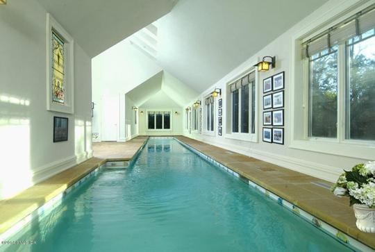 Bể bơi trong nhà dành cho những ngày thời tiết xấu