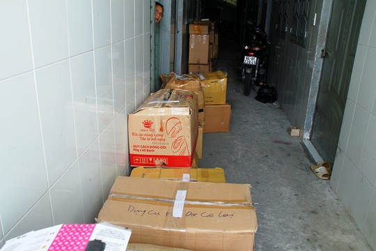 Số dụng cụ kích dục bị niêm phong thu giữ tại phòng trọ được thuê để chứa hàng