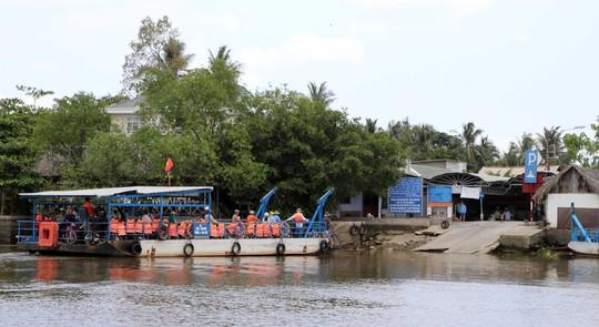 Bến phà đưa người dân từ Thủ Đức sang Bình Quới - Thanh Đa, một trong những bến phà lâu năm nhất của TP HCM