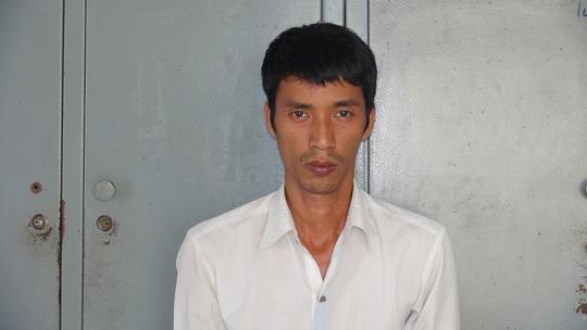 Đối tượng Thành bị đưa về làm việc tại công an TP Nha Trang, ảnh CA