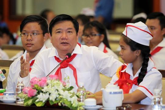 Bí thư Đinh La Thăng yêu cầu Giám đốc Lê Hồng Sơn phải trả lời cụ thể, không chung chung