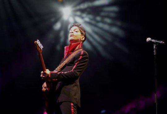 Biểu tượng âm nhạc Prince qua đời