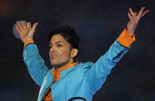 Biểu tượng âm nhạc Prince đột tử ở tuổi 57