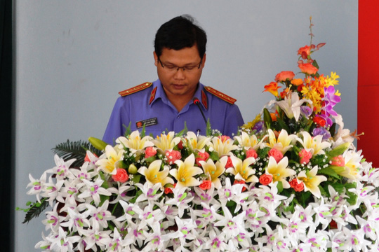 Ông Trần Công Hùng – Phó Viện trưởng VKSND tỉnh Gia Lai, người đại diện cho VKSND đọc lời xin lỗi