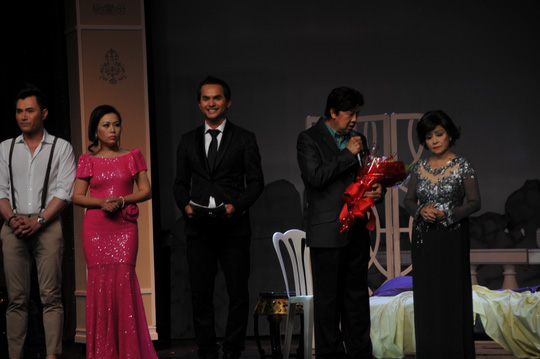 Biểu diễn trong đêm giã từ sân khấu của NS Túy Hồng
