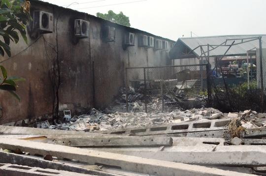 Cháy công ty điện lực, nhân viên tháo chạy thoát thân