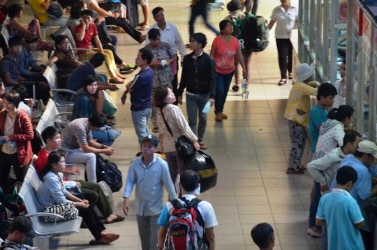 Lượng hành khách đến Bến xe Miền Đông tăng đột biến trong chiều 1-9