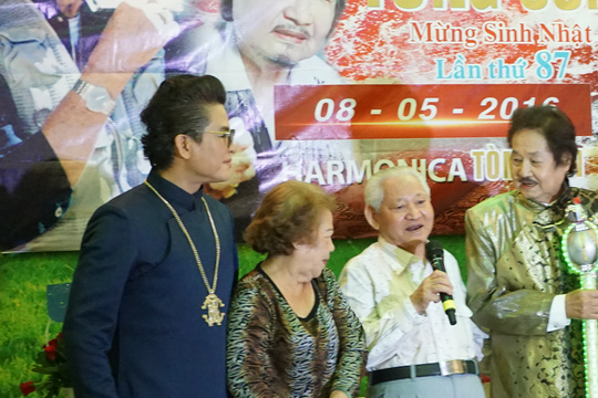Em trai nghệ sĩ Tòng Sơn chúc thọ anh hai 87 tuổi
