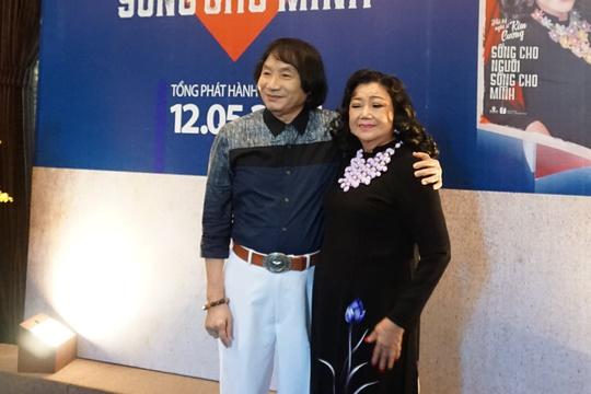NSƯT Minh Vương đến chúc mừng ngày họp báo ra mắt hồi ký NSND Kim Cương