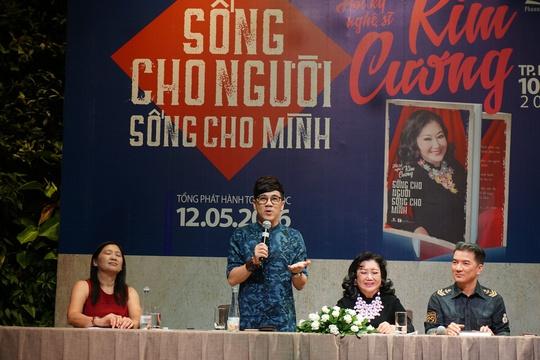 NSUT Thành Lộc, ca sĩ Đàm Vĩnh Hưng đến dự và phát biểu trong buổi họp báo