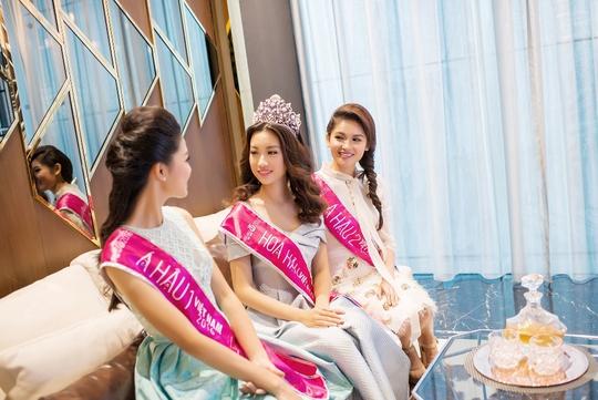 Các hoa hậu, á hậu ghé thăm căn hộ mẫu River City vào chiều 30-8