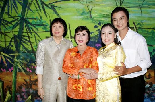 NSND Lệ Thủy, NSƯT Minh Vương và hai diễn viên trẻ: Cao Thúy Vy, Võ Minh Lâm trong vở Tô Ánh Nguyệt