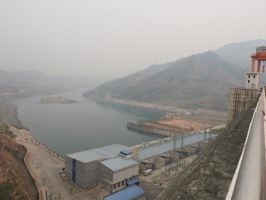 Nhà máy thủy điện Sơn La đã đưa vào vận hành 6 tổ máy, góp phần khắc phục tình trạng thiếu điện mùa khô