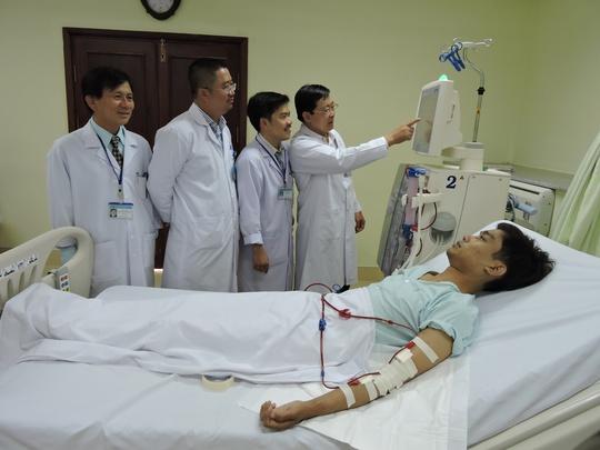Bệnh nhân được lọc máu bằng công nghệ HDF online