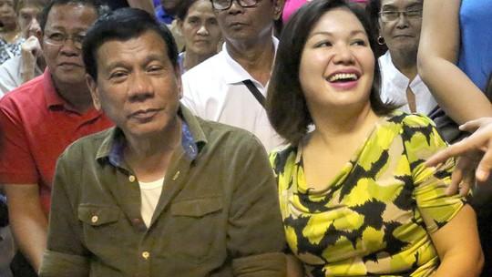 Ông Duterte và bà Honeylet. Ảnh: Inquirer.net