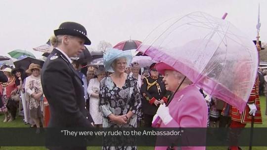 Nữ hoàng Elizabeth II nhận xét các quan chức Trung Quốc rất thô lỗ. Ảnh: SCMP