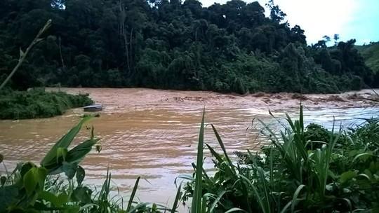 Cổng thủy điện Sông Bung 2 vỡ, nước ngập kinh hoàng