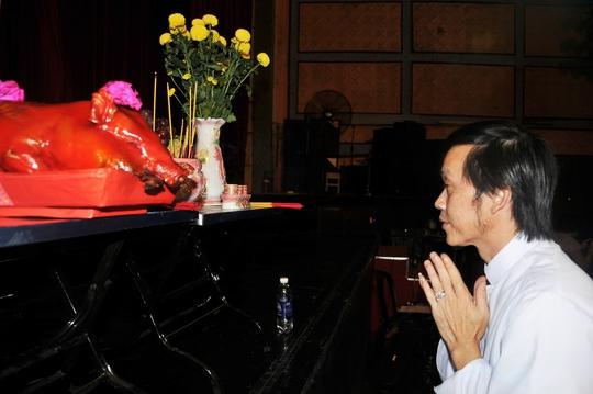 Hoài Linh trong lễ khởi công vở Đời cô Lựu