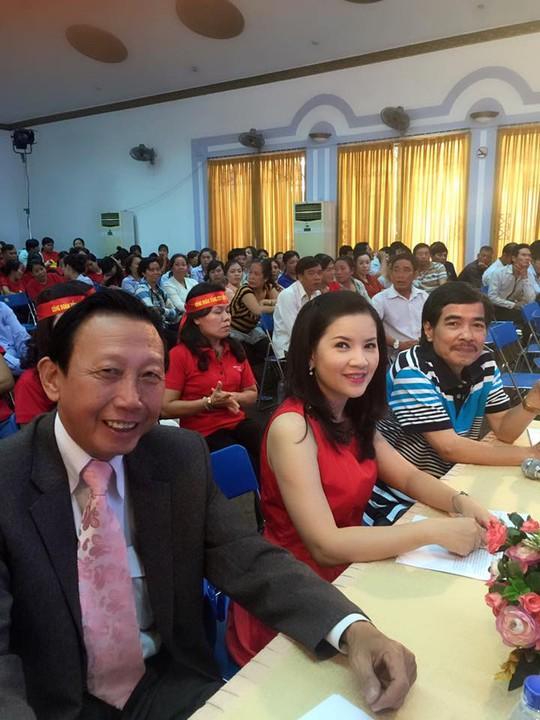 NS Ngọc Trinh và NSƯT nhạc sĩ Thế Hiển cùng ngồi trong hội đồng giám khảo chương trình Giờ thứ 9 với cố nhạc sĩ Thập Nhất
