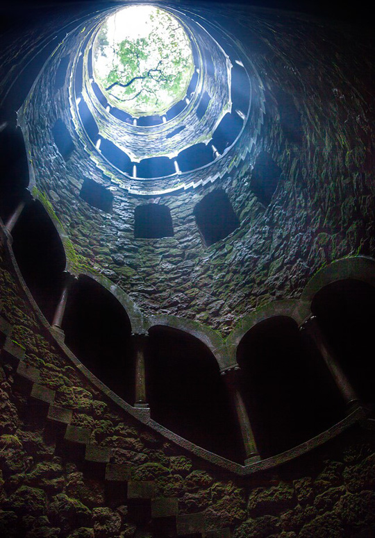 Cầu thang xoắn ốc của giếng