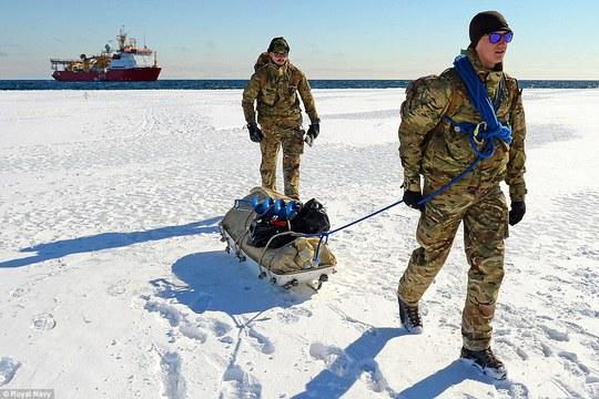Các thành viên Hải quân Hoàng gia Anh tại Nam Cực. Ảnh: Hải quân Hoàng gia Anh