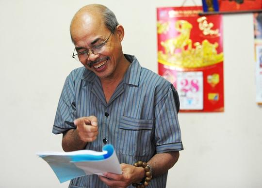 Nụ cười lạc quan của nghệ sĩ Hán Văn Tình. Trong những hoàn cảnh khó khăn nhất, ông vẫn luôn nở nụ cười trên môi.