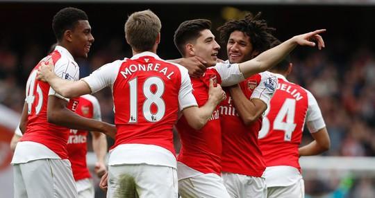 Các cầu thủ Arsenal đang hưng phấn sau trận thắng Watford 4-0