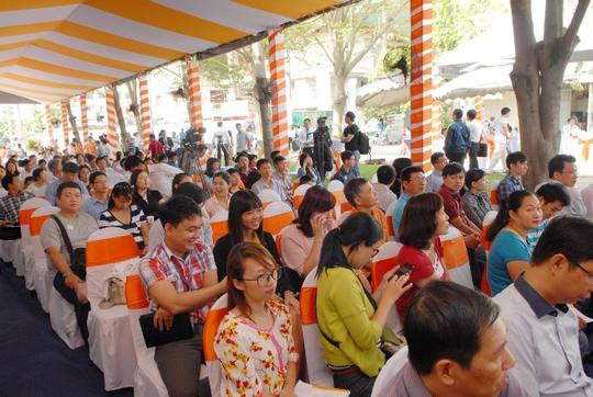Khách hàng tham gia sự kiện