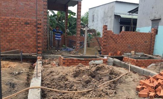 Nhà không phép từ lâu đã trở thành nỗi bức xúc của người dân huyện Hóc Môn Ảnh: LÊ PHONG