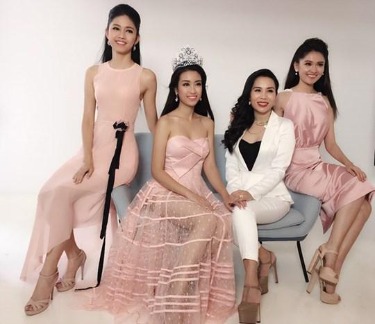 Hoa hậu Mỹ Linh đẹp rạng ngời trong bộ ảnh chung cùng hai á hậu Thanh Tú, Thùy Dung cùng chuyên gia thời trang Lưu Nga