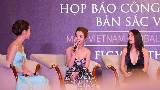 Hoa hậu châu Á tại Mỹ Jennifer Phạm (giữa) tại buổi họp báo Hoa hậu Bản sắc Việt toàn cầu với vai trò hướng dẫn thí sinh của cuộc thi Ảnh: Hải Bá
