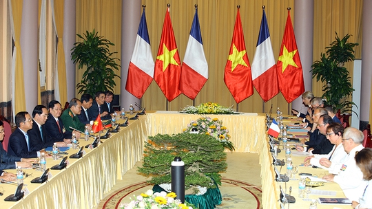 Chủ tịch nước Trần Đại Quang hội đàm với Tổng thống Pháp Francois Hollande tại Phủ Chủ tịch