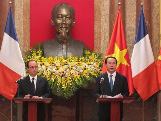 Chủ tịch nước Trần Đại Quang và Tổng thống Pháp Francois Hollande họp báo chung