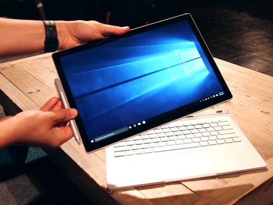 Mẫu laptop chuyển đổi Surface Book đầu tiên của Microsoft được đánh giá cao.