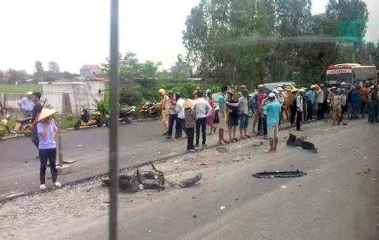 Hiện trường vụ tai nạn đặc biệt nghiêm trọng. ô tô lấn làn tông chết 2 nữ sinh, làm bị thương 1 nữ sinh