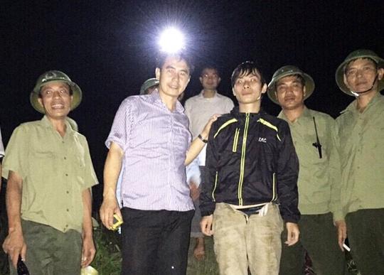 Anh Trần Quang Đắc sau khi được lực lượng cứu hộ sơ cứu, chăm sóc các vét thương tại chỗ và đưa lên khỏi vực sâu