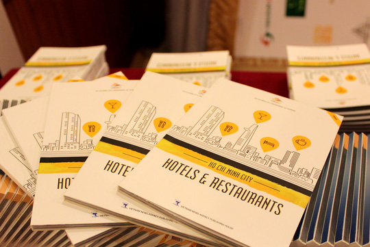 "Ấn phẩm ""Ho Chi Minh City Hotels and Restaurants"""