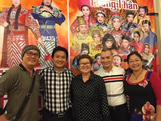 Các nghệ sĩ: Xuân Trúc, Lê Tứ, đạo diễn Hoa Hạ, Lê Trung Thảo và đạo diễn Mỹ Phượng trong buổi gặp gỡ báo chí giới thiệu về chương trình Tôi yêu cải lương
