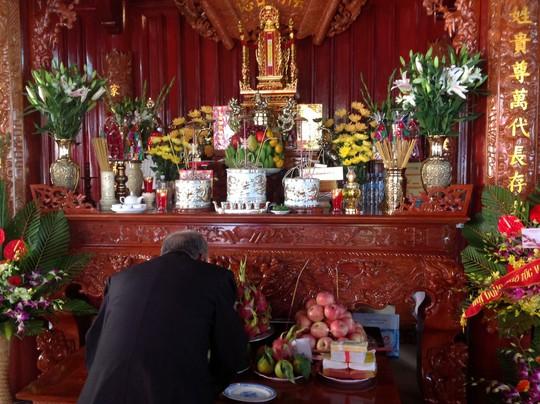 Hoa quả trên bàn thờ là nét đặc trưng trong văn hoá tâm linh của người Việt