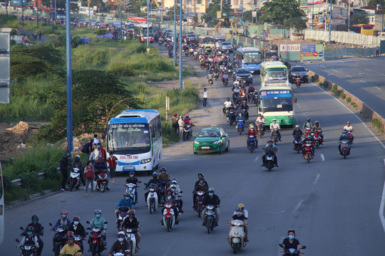Khoảng 17 giờ ngày 4-9, đường vào sân bay Tân Sơn Nhất cũng khá thông thoáng, không kẹt xe như các tuyến đường cửa ngõ khác.