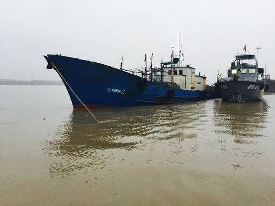 Dẫn giải tàu Trung Quốc xâm phạm vùng biển thuộc chủ quyền của Việt Nam vào bờ