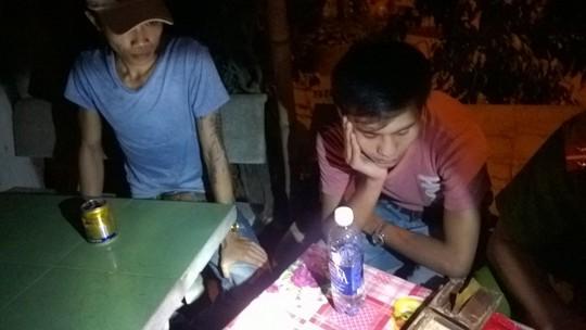 Tân và Sơn đã được bàn giao cho công an huyện Thăng Bình điều tra Ảnh: CSGT cung cấp